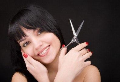 Блестяща и здрава коса! Подстригване, масажно измиване и оформяне със сешоар в салон за красота Ети! - Снимка