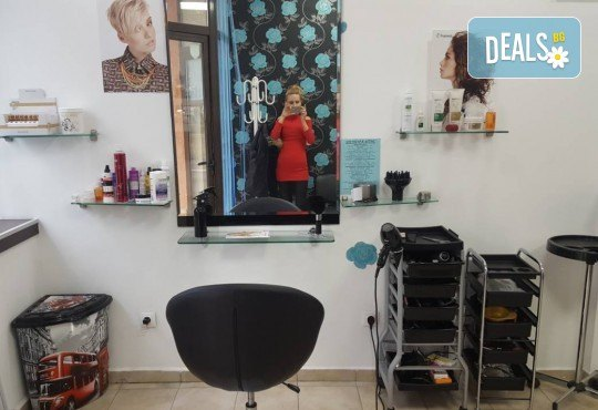 Кератинова терапя с продукти на Selective, масажно измиване и подсушаване със сешоар в салон за красота Суетна! - Снимка 4
