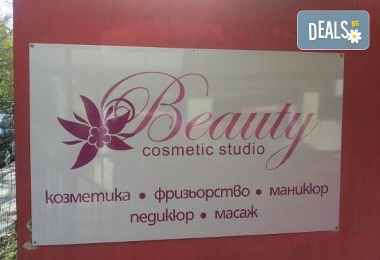 Антицелулитен масаж на бедра и седалище с масла, разграждащи мастните натупвания, и бонус: масаж на лице с масло от авокадо в студио Beauty, Лозенец! - Снимка 5