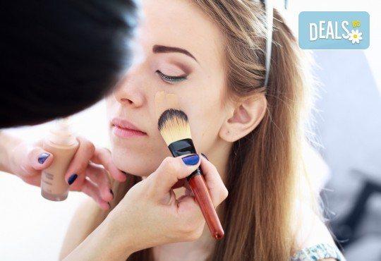Pretty woman! Сет 5 разкрасяващи процедури: Маникюр и педикюр с гел лак, почистване на лице, прическа със сешоар и бонус: грим в Салон за красота Клеопатра! - Снимка 3