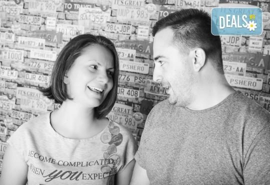 Професионална студийна фотосесия за двойки, специално за Свети Валентин, с 20 обработени кадъра от Pandzherov Photography! - Снимка 3