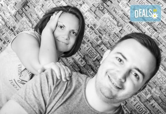 Професионална студийна фотосесия за двойки, специално за Свети Валентин, с 20 обработени кадъра от Pandzherov Photography! - Снимка 4