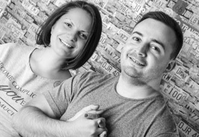 Професионална студийна фотосесия за двойки, специално за Свети Валентин, с 20 обработени кадъра от Pandzherov Photography! - Снимка