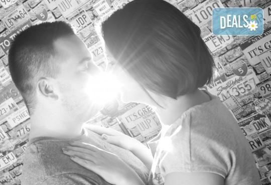 Професионална студийна фотосесия за двойки, специално за Свети Валентин, с 20 обработени кадъра от Pandzherov Photography! - Снимка 5