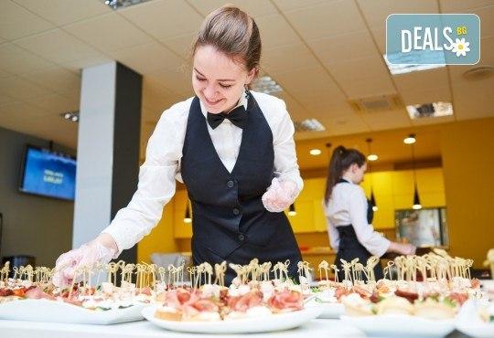 За Вашия празник! 90, 120 или 170 броя коктейлни хапки, аранжирани и декорирани за директно сервиране, от кулинарна работилница Деличи! - Снимка 1