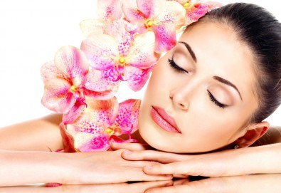Хавайски масаж ломи-ломи на цяло тяло с лечебно и дълбокорелаксиращо действие в Anima Beauty&Relax! - Снимка