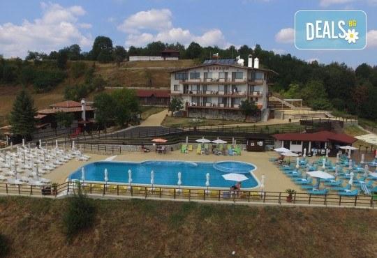Традиционна атмосфера за Гергьовден в Златоград! 2 нощувки със закуски в хотел Панорама 3*, ползване на басейн, фитнес и СПА, транспорт и екскурзовод - Снимка 2