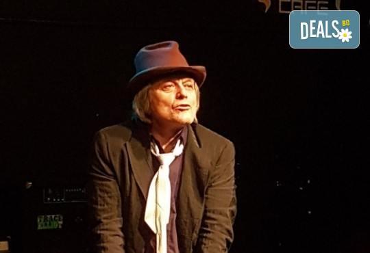 """Бъди силен и прости""""! Гледайте авторския спектакъл на Диана Кавак на 22.02. от 19.30 ч. в Театър ''Сълза и Смях'', камерна сцена, билет за един - Снимка 3"""