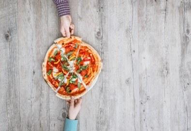 Вкусно предложение от виенски салон Лагуна! Вземете пица или паста по Ваш избор! - Снимка