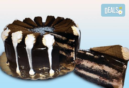 Сладки моменти със сладкарница Дао! Вземете торта Деликат с 8 или 12 парчета и възможност за пожелание или надпис по избор - Снимка 1