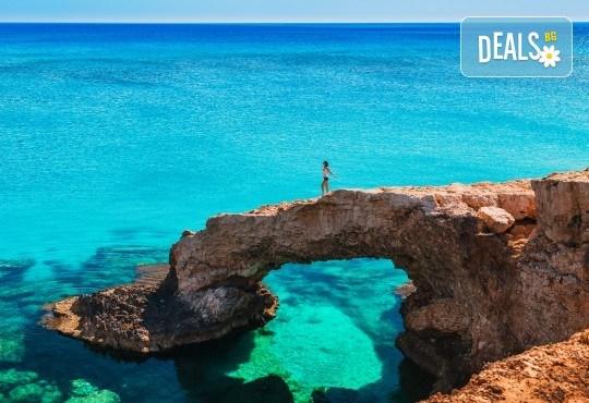 Мини почивка в Пафос, Кипър, с Ривиера Тур! Самолетен билет, 3 нощувки със закуски в хотел 3*, водач и възможност за посещение на Ларнака и Никозия - Снимка 1