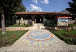 Великден в Etno Centar Balasevic 3*, Сърбия! 2 нощувки със закуски и вечери с жива музика и напитки, транспорт, ползване на басейн, посещение на Ниш, археологическия комплекс Феликс Ромулиана и Зайчар - Снимка