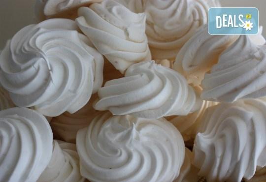 Целувки! Вкусни и красиви, 10 бр. в луксозна кутия, с включена доставка, от майстор сладкарите на сладкарница Сладост ! - Снимка 2