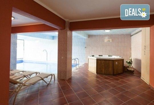 Лятна почивка в Гърция, 5 нощувки, закуски и вечери в Kassandra Мare Hotel 3*, Неа Потидеа, Халкидики, от Теско Груп! - Снимка 8