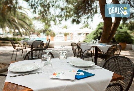 Лятна почивка в Гърция, 5 нощувки, закуски и вечери в Kassandra Мare Hotel 3*, Неа Потидеа, Халкидики, от Теско Груп! - Снимка 11