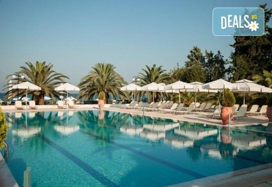 Лятна почивка в Гърция, 5 нощувки, закуски и вечери в Kassandra Мare Hotel 3*, Неа Потидеа, Халкидики, от Теско Груп! - Снимка 2