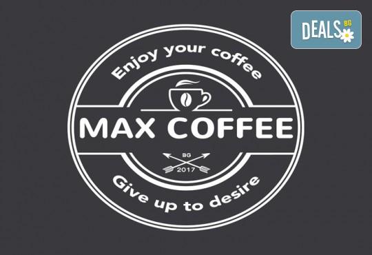 За страхотно начало на деня! Чаша ароматно кафе, фреш от портокал и френски кроасан с масло в MaxCoffee - Кафе & Пекарна! - Снимка 2
