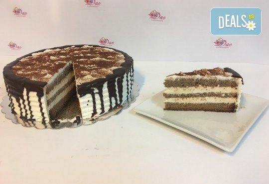 Сладост с дъх на кафе! Вземете торта Капучино с 8 или 14 парчета и възможност за поставяне на пожелание или надпис! - Снимка 1