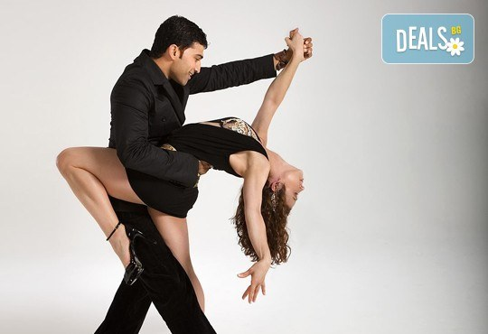 Раздвижете се и се забавлявайте! 5 посещения на тренировки по аеробика, пилатес, бачата или регетон в зала Dance It! - Снимка 1