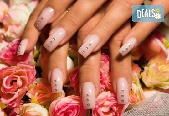 Ноктопластика с удължители или с изграждане с гел, гел лак Gel.it, BlueSky или SNB и декорации или камъчета Swarovski в Салон за красота Blush Beauty! - Снимка 1