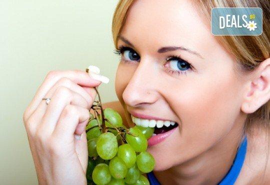 Красива усмивка с бондинг - поставяне на фотополимерна фаcета на един зъб в дентална клиника Персенк! - Снимка 2