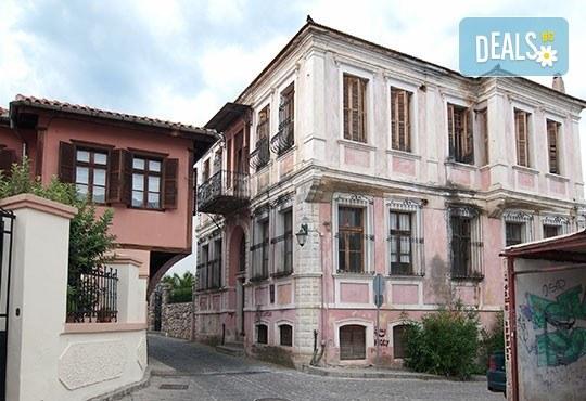 Усетете магията на карнавала в Ксанти, Гърция! 1 нощувка със закуска в Банско, транспорт, посещение на Кавала - Снимка 3