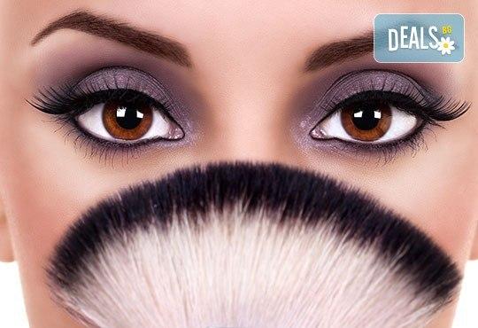 Удължаване и сгъстяване на мигли по метода косъм по косъм с мигли от естествена коприна в Golden Tan Studio - Снимка 1