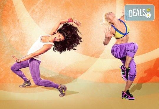 Раздвижете се и се забавлявайте! 3 посещения на тренировки по зумба фитнес в Play Sport Center! - Снимка 1