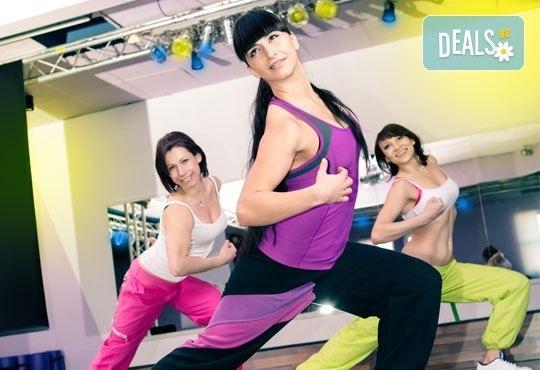 Раздвижете се и се забавлявайте! 3 посещения на тренировки по зумба фитнес в Play Sport Center! - Снимка 2
