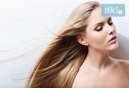Обезцветяване на корени с професионален блондор, масажно измиване и подсушаване в салон за красота Суетна! - Снимка 1