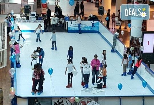 Целогодишна карта за наем на кънки и неограничено пързаляне, валидна до 31.12.2018г. от синтетична ледена пързалка Ice Synthetic Rink в мол Paradise Center! - Снимка 1