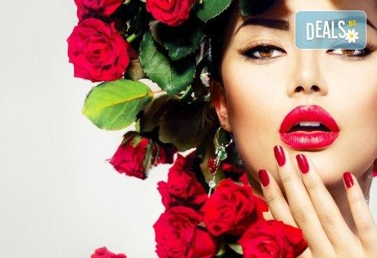 Маникюр с гел лак! Богат каталог цветове Gel.it и Pro Gel в Салон за красота Blush Beauty до Mall of Sofia - Снимка 1