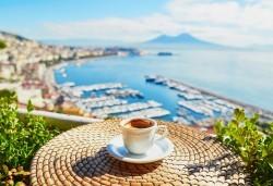 Посетете величествения Неапол през февруари или март! 3 нощувки със закуски, самолетен билет и летищни такси - Снимка