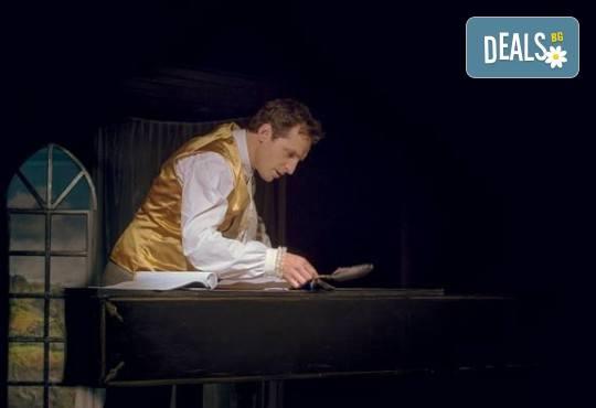 Премиера в Нов театър - НДК! Гледайте спектакъла Амадеус - премиера с Георги Кадурин на 21-ви февруари (сряда) от 19 часа! - Снимка 3