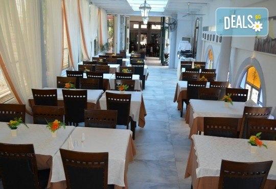 Септемврийски празници в Халкидики, Гърция! 2 нощувки със закуски и вечери в Philoxenia Spa Hotel 2*, транспорт и обиколка на Солун! - Снимка 6