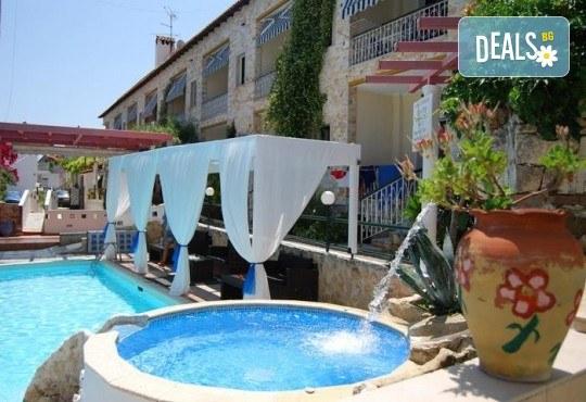 Септемврийски празници в Халкидики, Гърция! 2 нощувки със закуски и вечери в Philoxenia Spa Hotel 2*, транспорт и обиколка на Солун! - Снимка 1