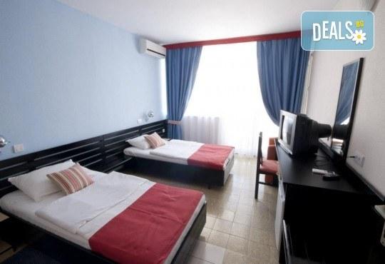Лятна почивка в Черна гора! 6 нощувки на база All Inclusive Light в Korali Hotel 2*+ в Сутоморе, 1 нощувка със закуска и вечеря в Охрид, транспорт, посещение на Бар, Тирана и Шкодренското езеро - Снимка 5