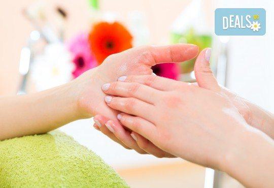 Колагенова терапия за ръце, релаксиращ масаж и дълготраен маникюр с гел лак в салон за красота Мария Везенкова! - Снимка 2