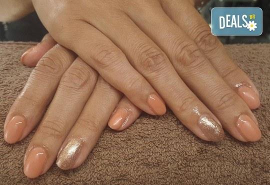 Колагенова терапия за ръце, релаксиращ масаж и дълготраен маникюр с гел лак в салон за красота Мария Везенкова! - Снимка 5