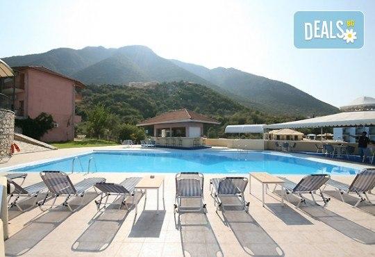 Почивка през лятото на остров Лефкада, Гърция! 5 нощувки със закуски в Hotel Sunrise 2*, транспорт и екскурзовод - Снимка 7
