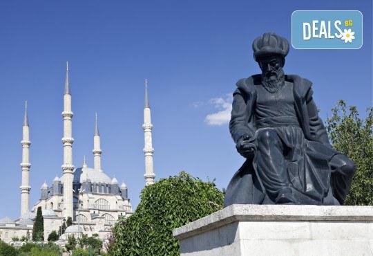 На фестивала на лалето в Истанбул през април! 2 нощувки със закуски, транспорт, екскурзовод и посещение на Одрин - Снимка 9