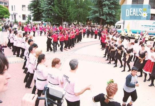 Танцувайте български хора, ръченици! ОСЕМ урока във Фолклорен клуб BODY FOLK в Зала Чехов в жк Изток - Снимка 4
