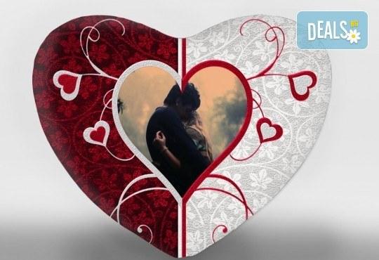 За Св. Валентин! Декоративна възглавничка сърце със снимка или квадрат 40х40 см. от Studio SVR Design! - Снимка 4