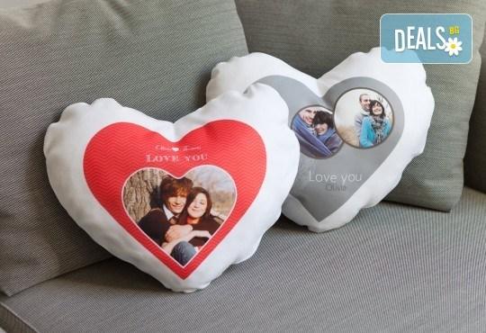 За Св. Валентин! Декоративна възглавничка сърце със снимка или квадрат 40х40 см. от Studio SVR Design! - Снимка 3