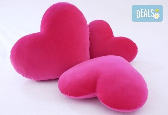 За Св. Валентин! Декоративна възглавничка сърце със снимка или квадрат 40х40 см. от Studio SVR Design! - Снимка 2