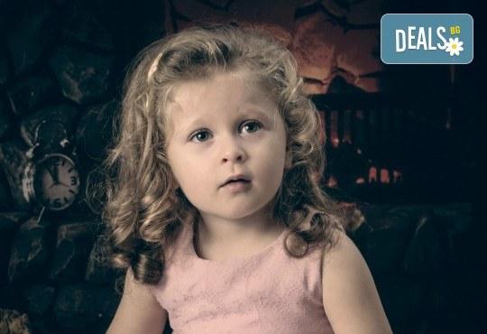 Професионална студийна фотосесия за деца с 20 обработени кадъра от Pandzherov Photography! - Снимка 5