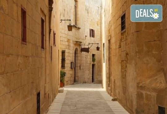 Екскурзия до очарователната Малта през март, с Дари Травел! 4 нощувки със закуски в хотел 3* в Сейнт Джулианс, самолетен билет, трансфери, застраховка - Снимка 4