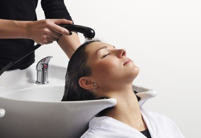 Погрижете се за косата си! Подстригване, масажно измиване, прав сешоар и кератинова преса, която подхранва косъма в дълбочина, от салон Madonna!
