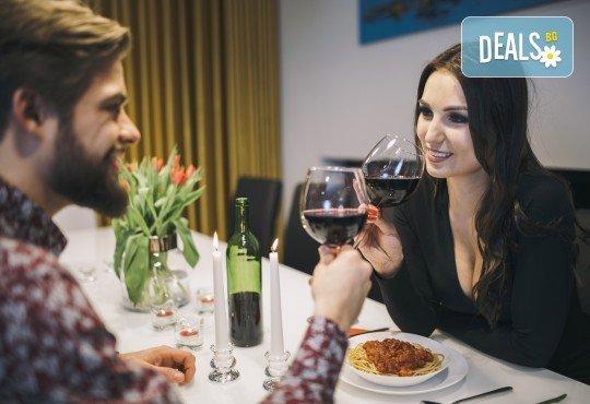 Подарете си незабравим празник! Куверт за двама - две порции прясна паста по избор и две чаши вино от Hubi-Brothers, в Дружба 2! - Снимка 3