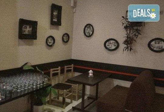Подарете си незабравим празник! Куверт за двама - две порции прясна паста по избор и две чаши вино от Hubi-Brothers, в Дружба 2! - Снимка 5